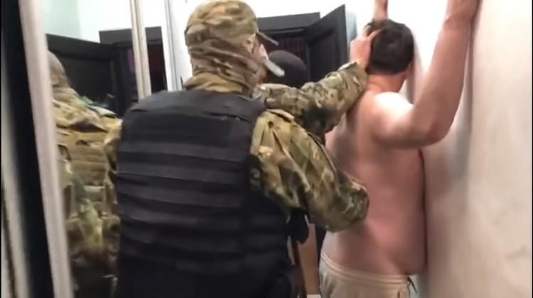 Во время обыска из квартиры и дома Алексея Гришина изъяли деньги, украшения и документы
