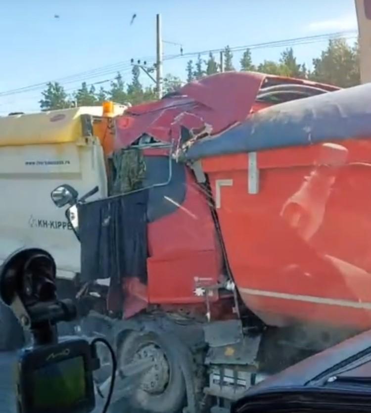 Страшно представить, что случилось с водителем. Фото: vk.com/spb_today