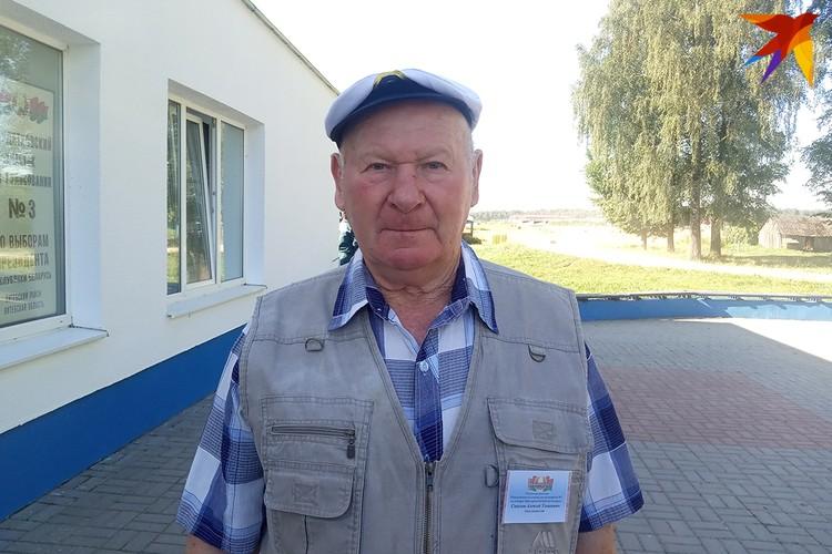 Алексай Ульянович в избирательных комиссиях работает с шестидесятых - потому, что исполнительный и ответственный.