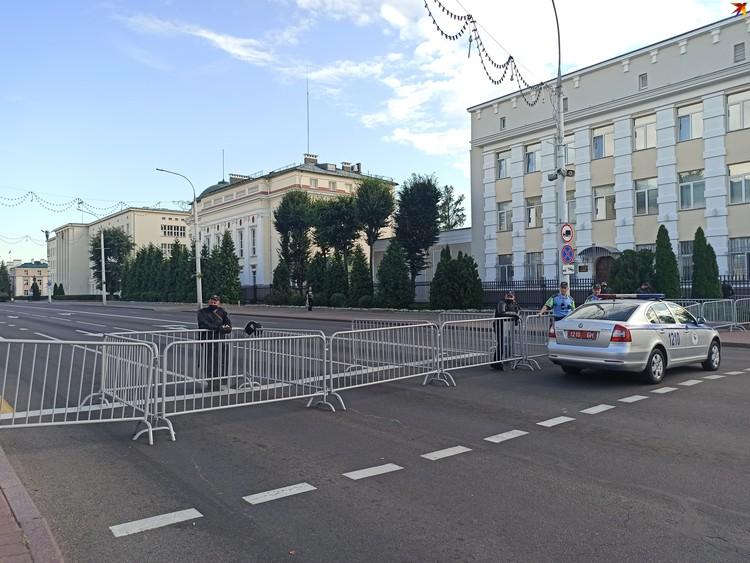 Улица Ленина и все подъезды и выходы к площади Ленина были перекрыты.