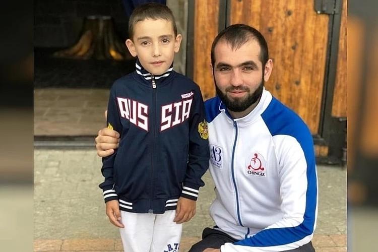 6-летний Ибрагим Льянов с тренером