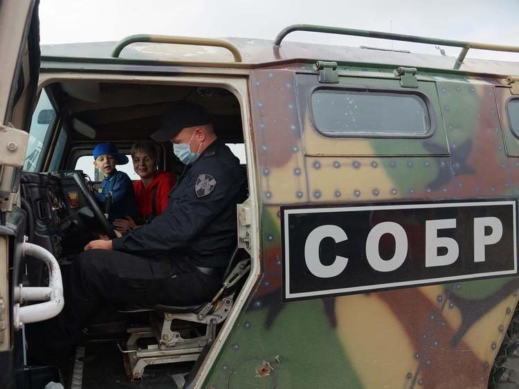 Накануне Дня воздушного флота России его пригласили в авиационную эскадрилью Росгвардии. Предоставлено пресс-службой Росгвардии