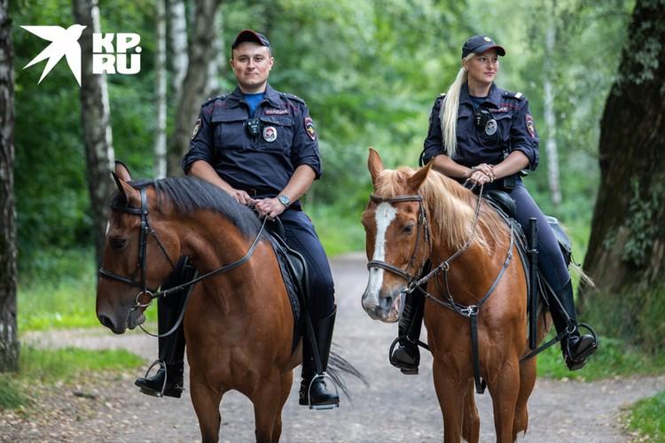 Почти все полицейские в этом батальоне до службы имели опыт обращения с лошадьми.