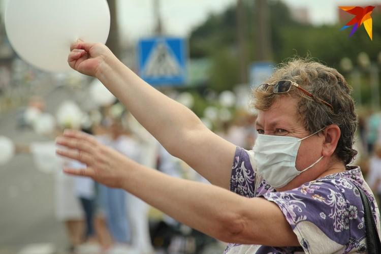 В толпе мирно протестующих были дамы всех возрастов. Фото: Paulius Vazgauskas.