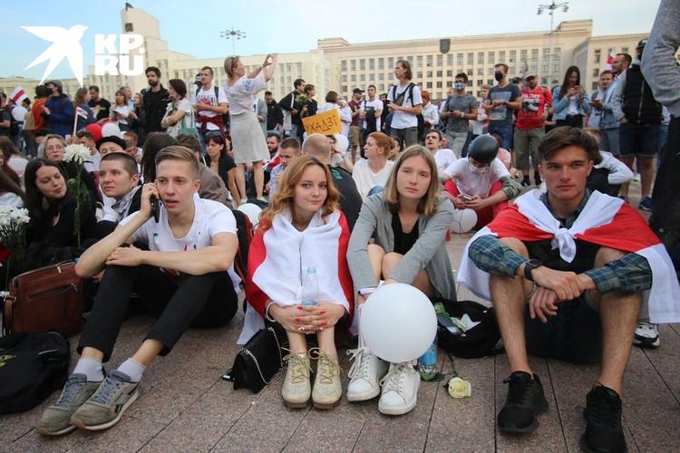В пятницу протестующие беспрепятственно добрались до правительственных зданий на Площади Независимости.