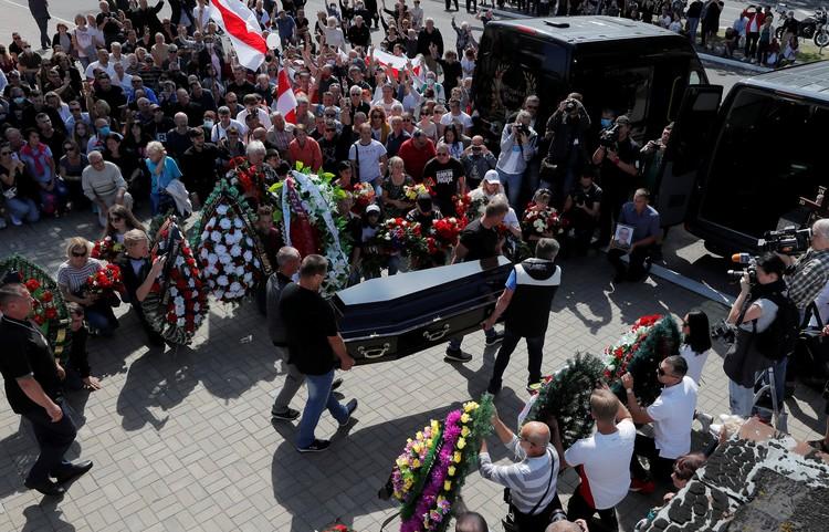 Минчане похоронили погибшего во время протестов Александра Тарайковского