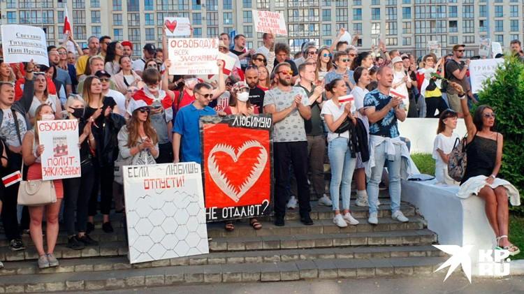 Плакаты в руках забастовщиков. Фото: КП-Беларусь
