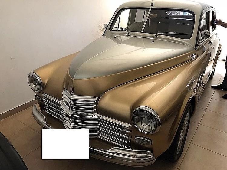 Один из коллекционных автомобилей, найденных в доме Омарова