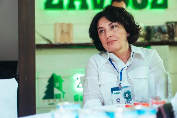Врач, физиотерапевт, магистр бизнес-администрирования в медицине – Светлана Идесс