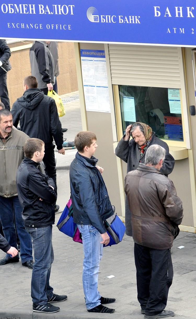 Cпециалисты, координирующие протест, призвали «валить рубль, скупать валюту». И, похоже, у них получилось