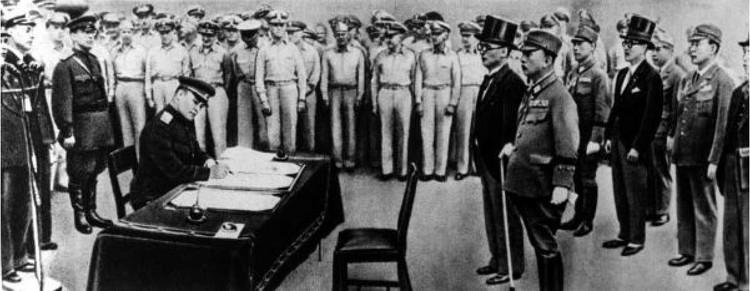 Подписать акт о капитуляции Японии на борту американского крейсера «Миссури» от лица Советского Союза доверили генерал-лейтенанту Кузьме Деревянко. Фото: Репродукция ТАСС