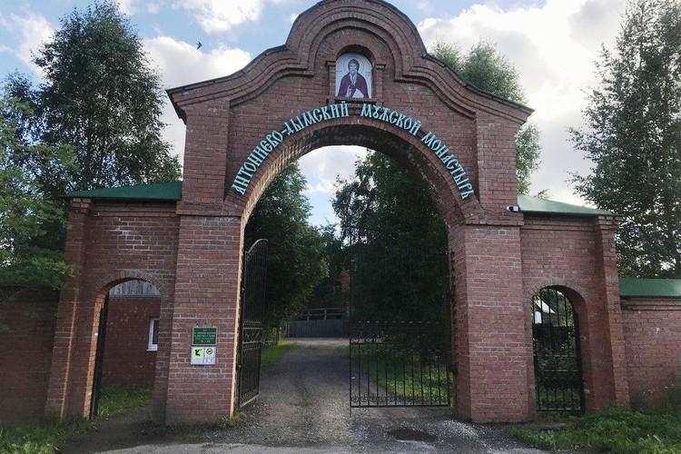 Монастырь основан в начале XIII века преподобным Антонием Дымским.