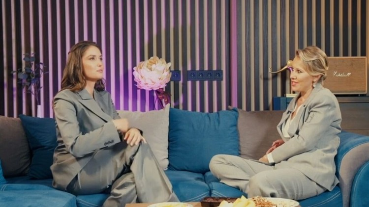 Собчак снялась в шоу Агаты Муцениеце «Честный развод». Фото: кадр видео.
