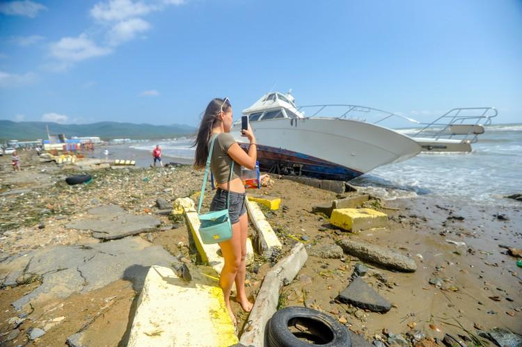 Выброшенная на берег яхта