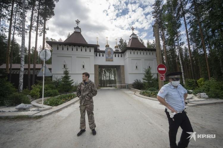 Сейчас Среднеуральским женским монастырем по-прежнему руководит отец Сергий, вопреки воле РПЦ.