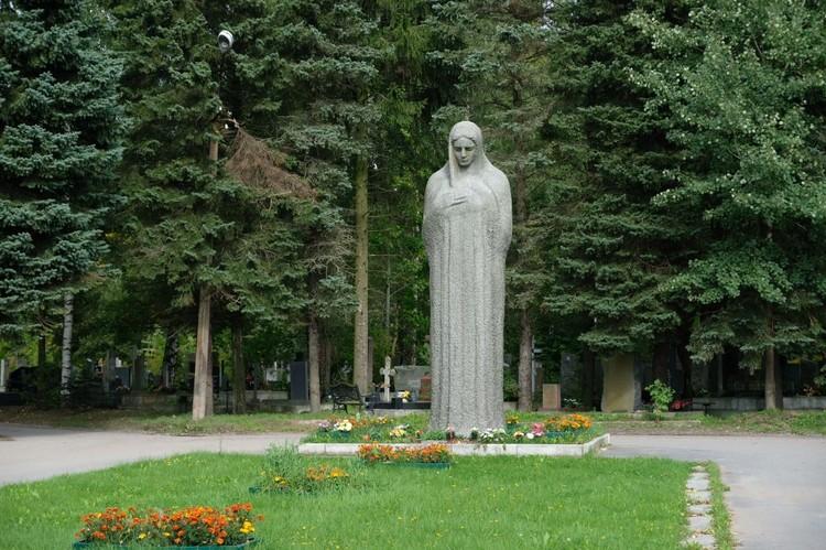 Александра Прико похоронили на Южном кладбище в Санкт-Петербурге.