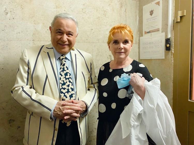 Во время вынужденного перерыва артисты фотографировались друг с другом. Фото: https://www.instagram.com/petrosyanevgeny/
