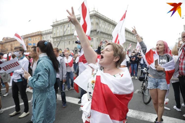 На улицы снова вышли несколько десятков тысяч человек.