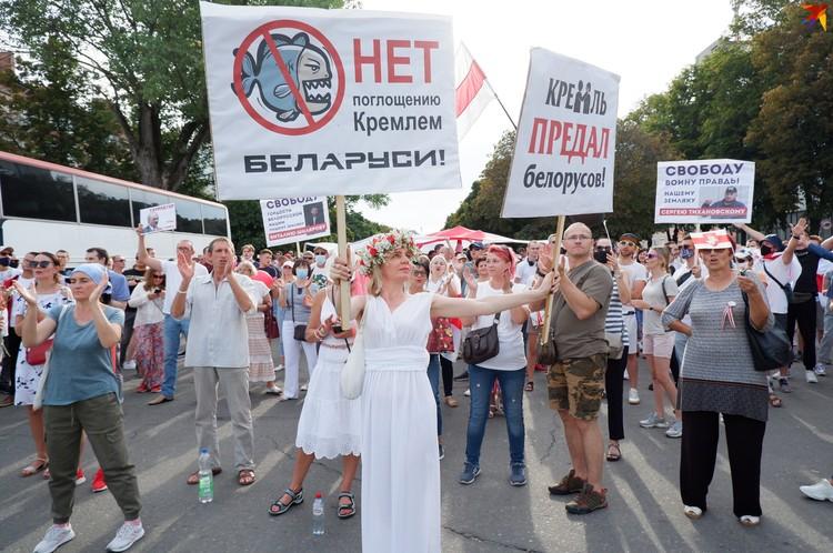 Многие женщины пришли на протест с плакатами