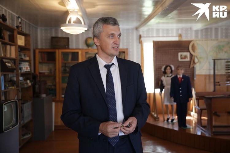Директор школы Александр Бобриков.