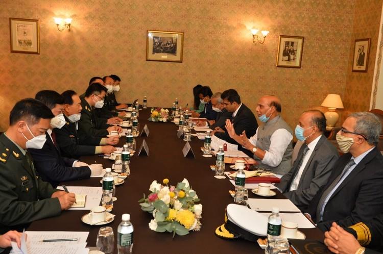 В российской столице состоялась незапланированная встреча министров обороны Индии и Китая
