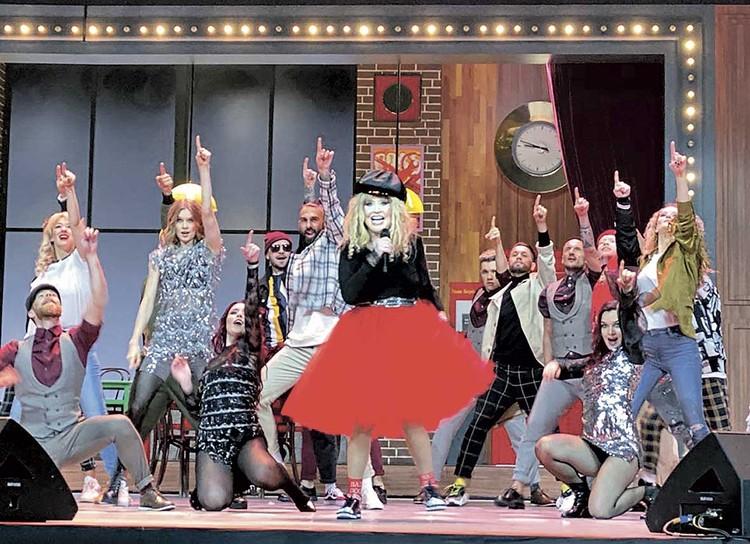 Для юбилейного концерта Примадонны костюмы сшили бесплатно.