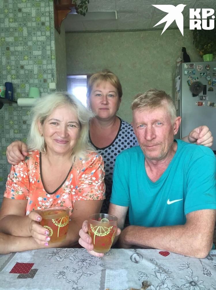 Любовь, ее двоюродный и его супруга. Фото: личный архив.