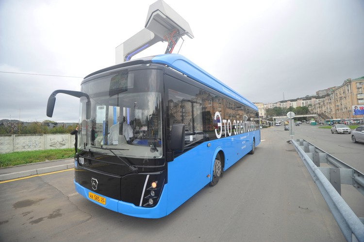 Электробусы работают не на топливе, а на подзарядке.