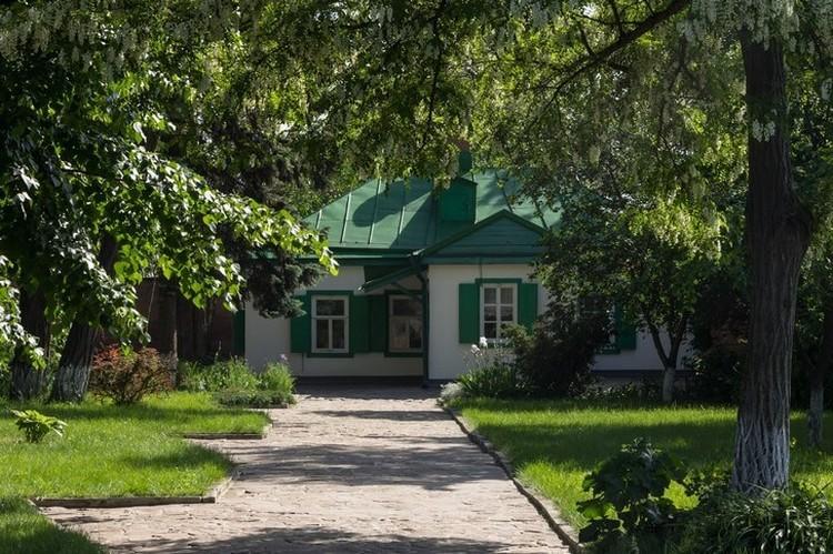 Здесь родился великий писатель. ФОТО: Евгений МАТВЕЕВ