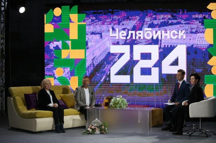 «Парад моды» вели глава известного имидж-клуба Светлана Клименко, вице-губернатор Вадим Евдокимов и популярный телеведущий Павел Михайлов