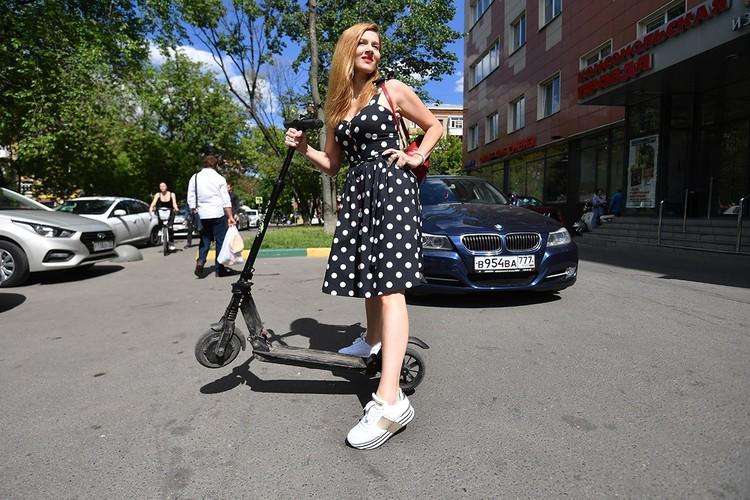 К СИМ приравниваются и роликовые коньки, и электросамокат, который развивает скорость до 90 км/ч. А гонять по тротуарам со скоростью 20 км/ч - просто опасно.