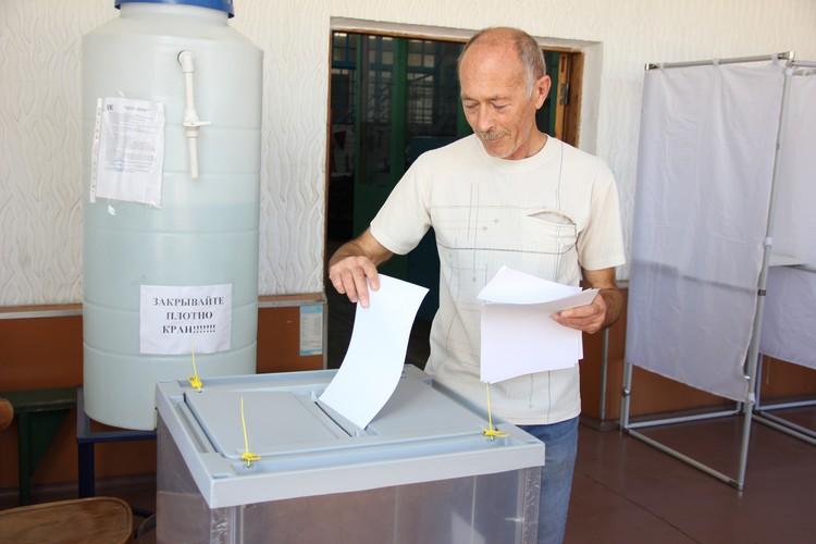 На 13-м Судоремонтном заводе ЧФ 185 человек решили воспользоваться правом проголосовать на своём родном предприятии