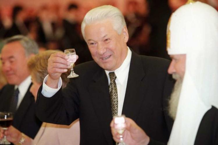 Ельцин и не подозревал, что всю водку ему разбавляли водой. Фото: Александр СЕНЦОВ/ТАСС