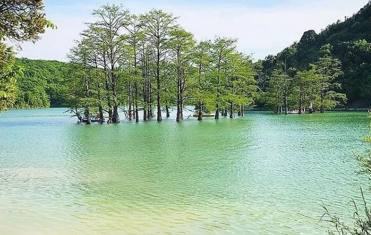 Так выглядит озеро, когда вода в нем есть. Фото: instagram.com/dolina_sukko/