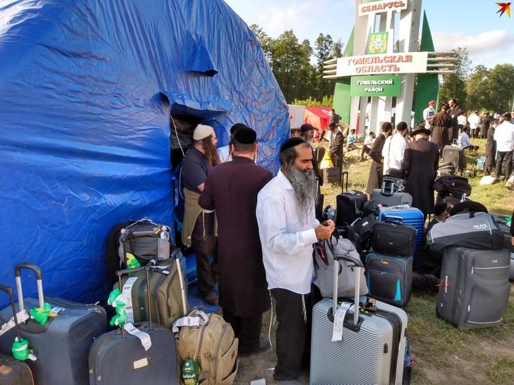 Красный Крест и МЧС развернули полевой лагерь