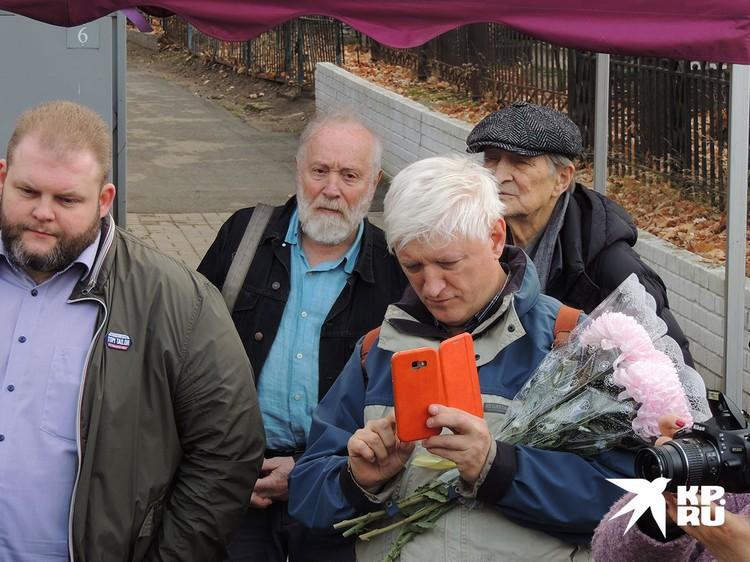 Юрий Норштейн и Игорь Ясулович - друзья Баталова на открытии памятника на Преображенском кладбище год назад
