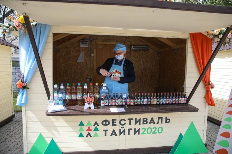 Здесь можно приобрести мед, чай, варенье и прочую продукцию местных производителей. Фото: Игорь Новиков