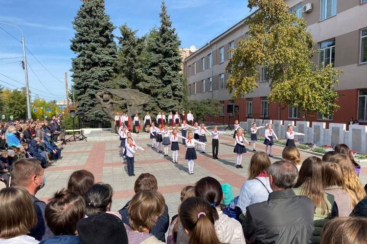В гимназии № 1 почтили память выпускников, погибших во время войны Фото: Алена Зайцева