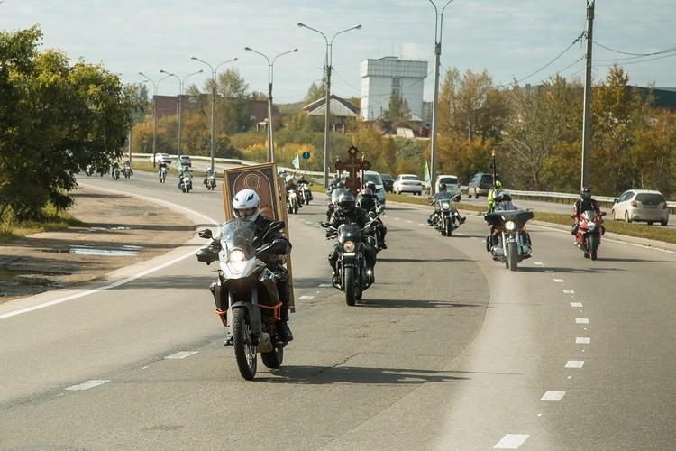 Байкерский крестный ход проходит в Иркутске уже 12 лет подряд. Фото: Ксения ОСАДЧАЯ