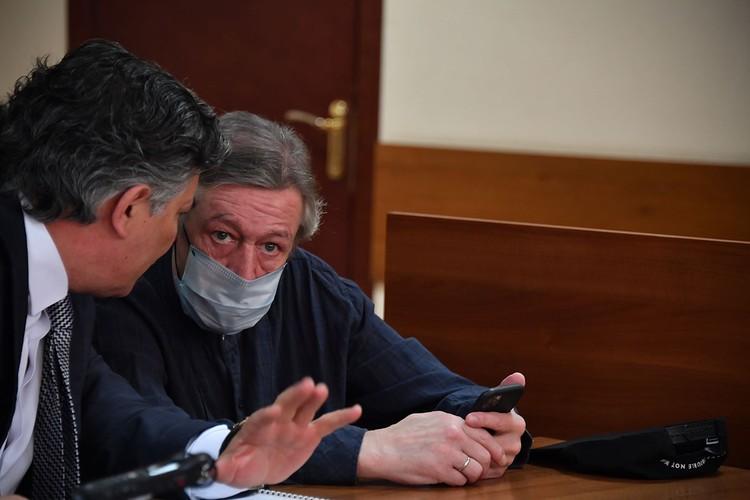 Михаил Ефремов и Эльман Пашаев в суде.