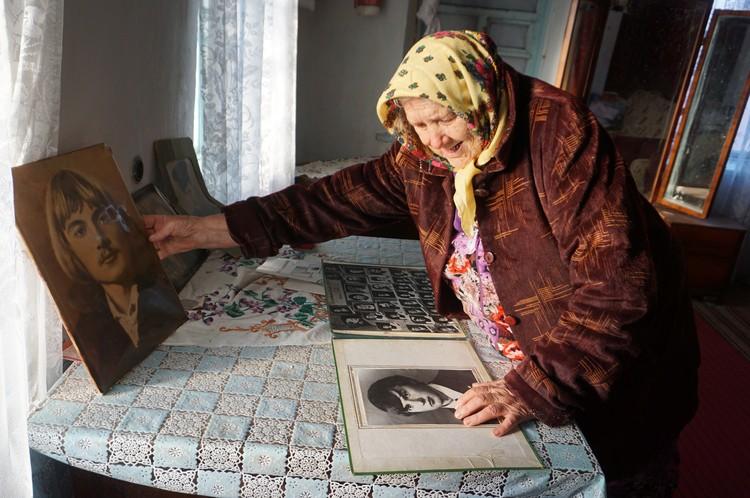 Многие старики остались без родных и выехать к ним не могут по разным причинам