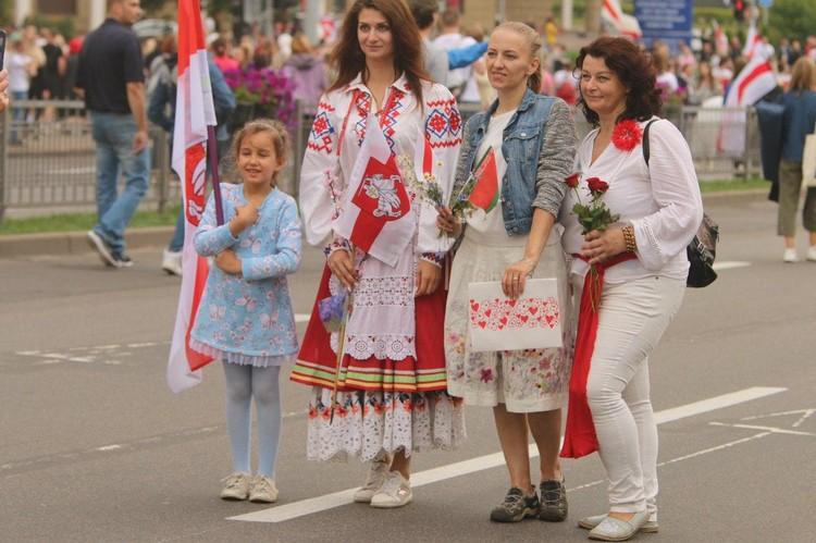 На улицы Минска белорусски выходили от мала до велика.
