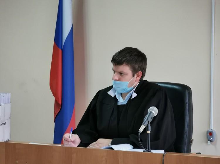 За все заседание почти никаких возражений, судье оставалось лишь слушать и читать постановления Фото: Вадим Архипов