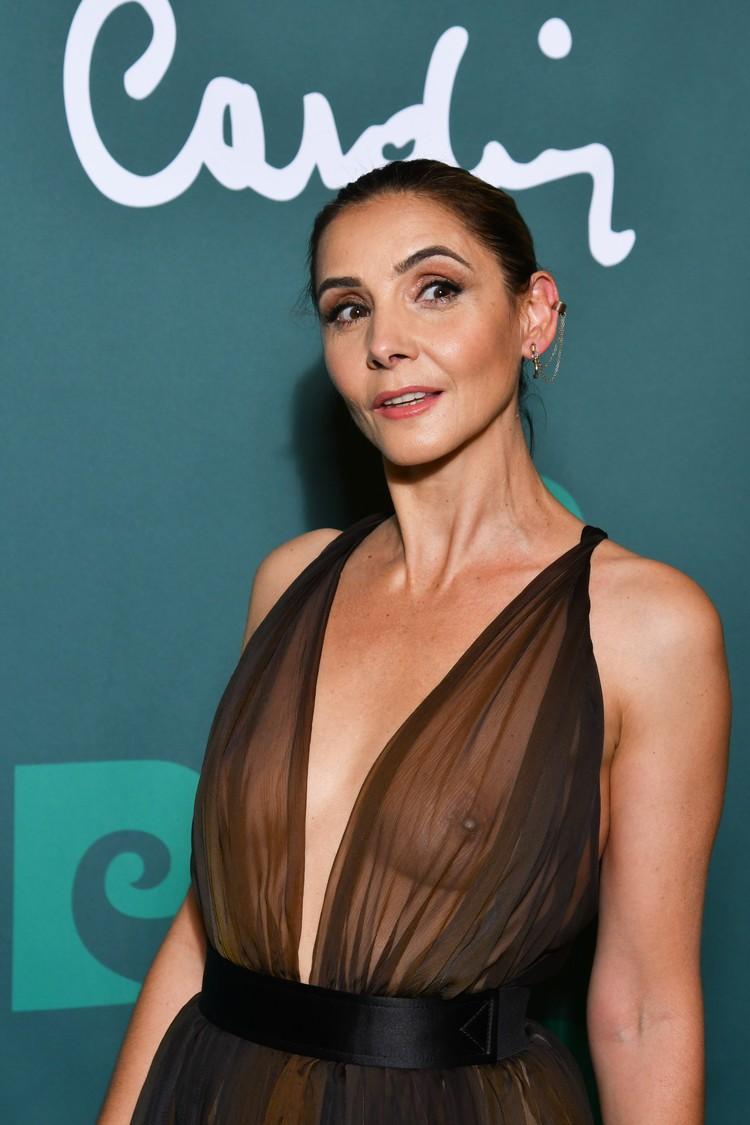 51-летняя француженка пришла на показ в прозрачном платье.