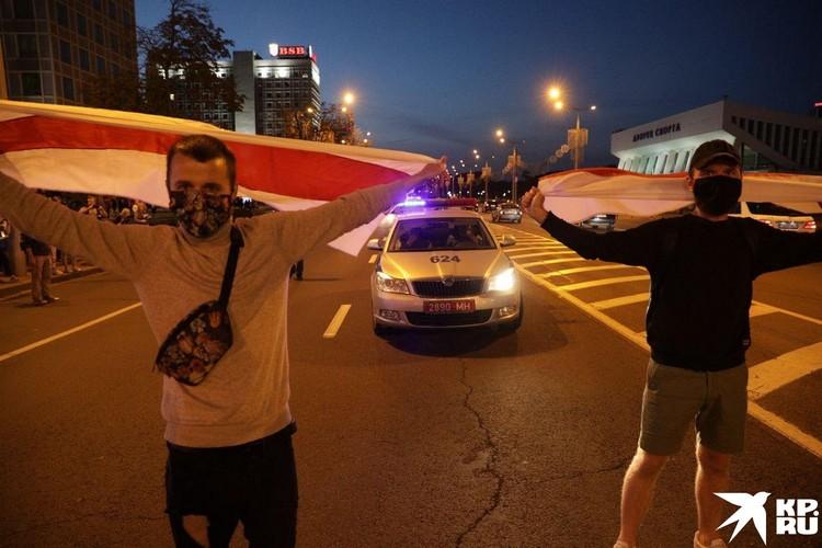 Протестанты пытались перегородить улицу