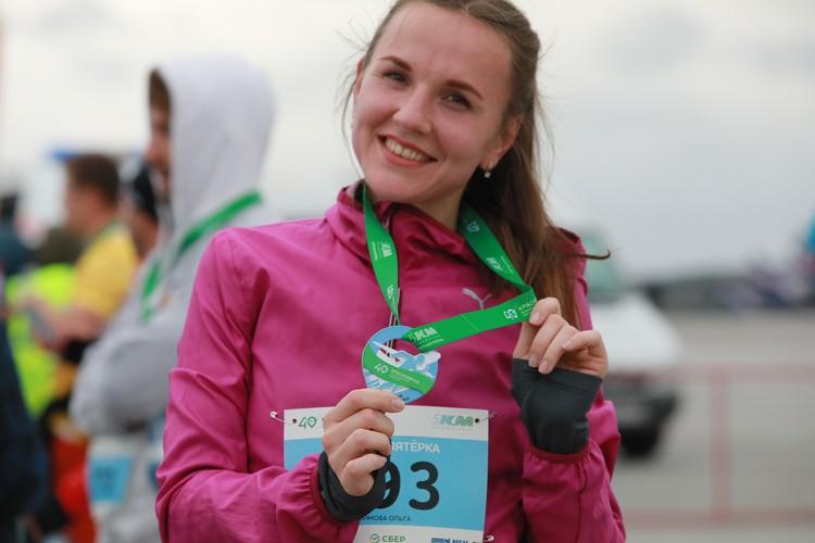 Каждому финишеру вручили памятную медаль от аэропорта.