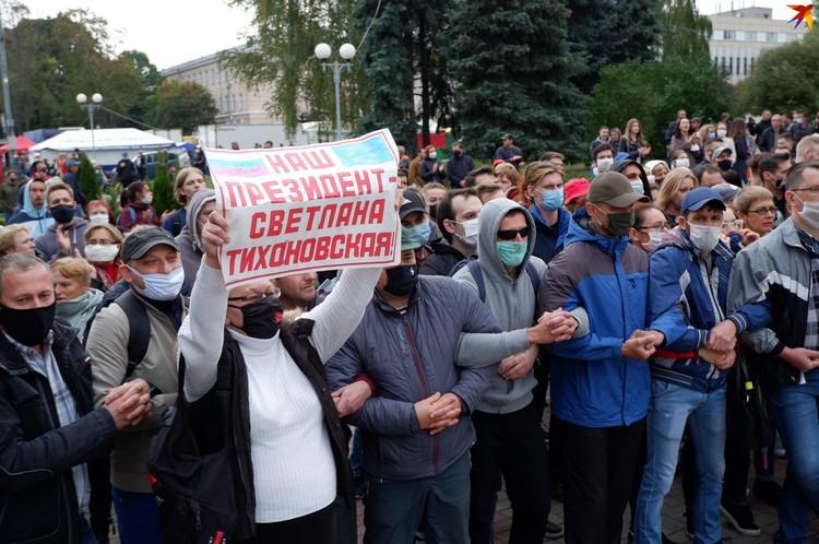 Демонстранты признают своим президентом Светлану Тихановскую