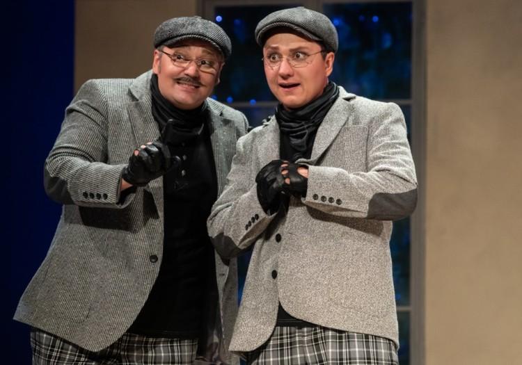 Банкиры отец и сын. Фото Качаловского театра