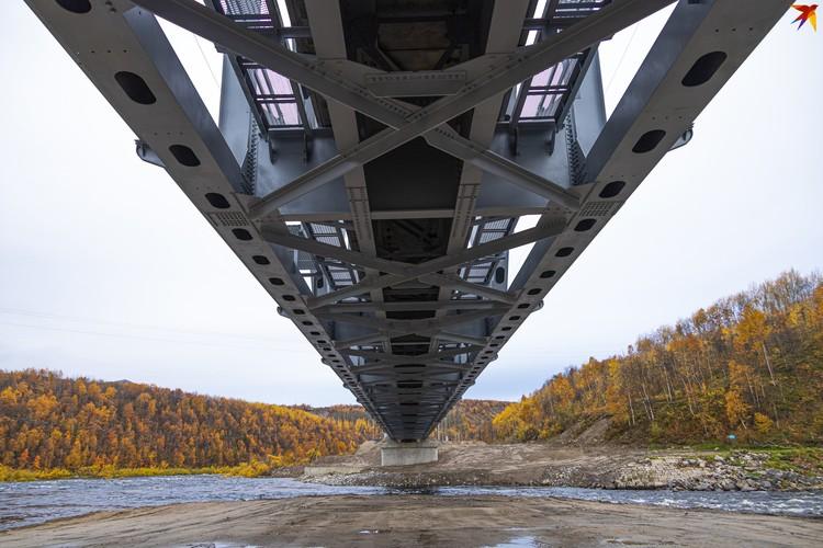 Мост оснащен уникальной системой датчиков, позволяющих анализировать состояние конструкций в момент нагрузки на нее.