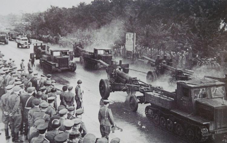 30 сентября 1945 года. Парад в день открытия мемориального комплекса 1200 гвардейцам.